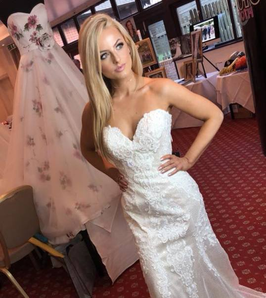 Bridal Makeup Artist in Surrey, Camberley, Hook, Crowthorne, Wokingham, Fleet, Farnborough, in Hampshire and Berkshire Special occasions, Prom, Bridal, Wedding Makeup Artist, Chertsey, Hook,  Fleet, Ascot, Eversley, Guildford,  Farnham, Yateley, Aldershot, Farnborough